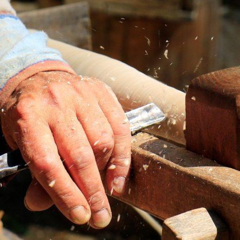 Parkbank – Robustes Holz für maximale Stabilität und Lebensdauer